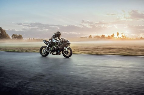 2017-Kawasaki-Ninja-H2R-profile-riding-image.jpg