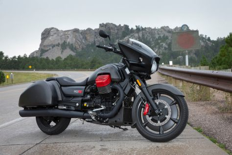 cw0816-2017-moto-guzzi-2017-mgx21-first-ride-review-gallery-image-14