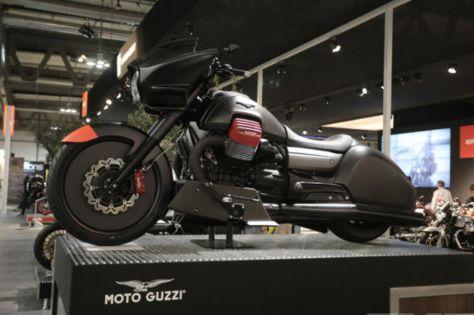 moto-guzzi-mgx-21-eicma-3-590x393