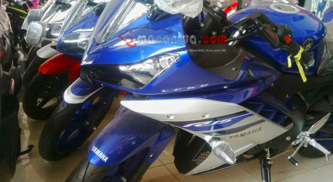 Yamaha R15 Version 3 spied at a dealership, launch soon!