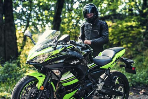 2017-Kawasaki-Ninja-650-KRT-Edition-1.jpg