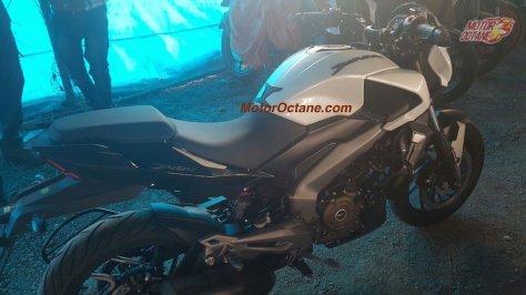 bajaj-dominar-400-side-motoroctane-com