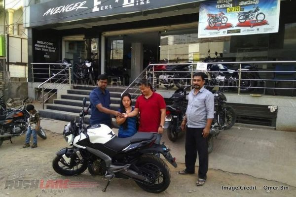Bajaj Dominar 400 deliveries commences in 22 Indian cities