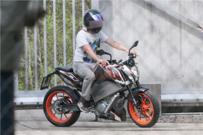 KTM Duke 390 electric spied testing in UK