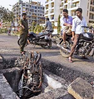 Man burns to death after his bike catches fire post falling in open manhole